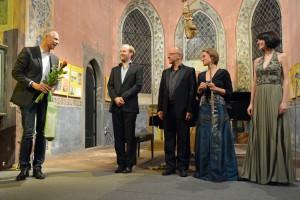 Bürgermeister Mücke bedankt sich bei den Künstlern und den Bürgermeistern von Vinor.